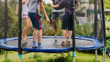 skakanie-na-trampoline